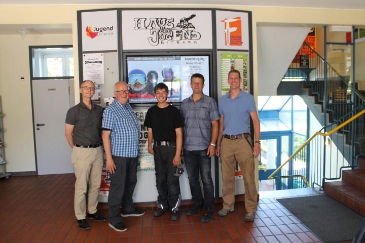bebiz unterstützt das Haus der Jugend in Bitburg bei der Anfertigung einer Plakatwand